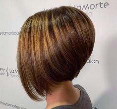curly bob haircuts Im not talking about men here! If youre confused about which bob to choose, consider the inverted bob. The WHAT bob, you ask? Allow me to explain. The inverted bob Stacked Haircuts, Inverted Bob Hairstyles, Men's Hairstyles, Medium Hairstyles, Braided Hairstyles, Wedding Hairstyles, Shaggy Bob Haircut, Lob Haircut, Short Hair Cuts