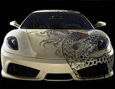 Tattooed Ferrari F430, revestido com couro e depois devidamente tatuado...