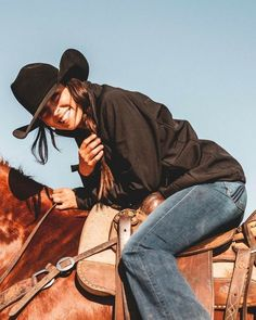 COWGIRL Country Girl Outfits, Cute Cowgirl Outfits, Rodeo Outfits, Western Outfits Women, Southern Outfits, Western Dresses, Foto Cowgirl, Estilo Cowgirl, Cowgirl And Horse