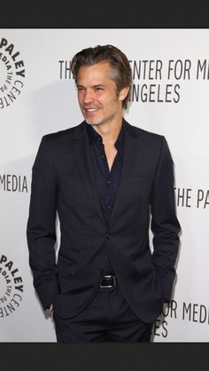 We all know Tim's looks can go to extreme He's either too hot or too hot. There's no in-between. #TimothyOlyphant #RaylanGivens #Justified