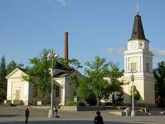 Gamla kyrkan i Tammerfors. Gamla kyrkan är en kyrkobyggnad i den finländska staden Tammerfors i landskapet Birkaland. - Kyrkan är en korskyrka och byggdes i trä i nyklassisk stil 1824 efter ritningar av arkitekt Charles (Carlo) Bassi. Klockstapeln är ritad av Carl Ludvig Engel och stod färdig 1828. Kyrkan används av Tammerfors svenska församling.  Kyrkan restaurerades i sin ursprungliga stil mellan åren 1953 och 1954 under ledning av professor Nils Erik Wickberg.