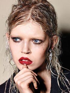 Ola Rudnicka by Richard Burbridge for Vogue Italia extravagant wet look
