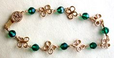 DYI step-by-step instructions  for wire bracelet jewelry making project.