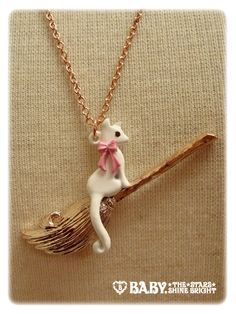 AATP Witch Cat Necklace (in Pink Gold x White Cat x Pink Ribbon)