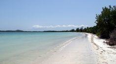 Los Machos Medio Mundo Beaches ~ Discover White Sand Beaches in Ceiba ~ www.puertoricodaytrips.com