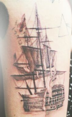 OMIGOD. WOW. WOW. JUST WOW. FIRST TATTOO SINCE THEY'VE BEEN IN AMERICA GOES TO HARREH.  -H