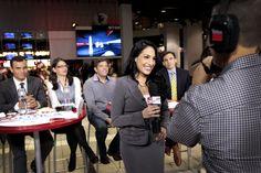 Alejandra Oraa desde el Atrium del Centro de CNN con un panel de jóvenes latinos