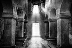 Mariluz luciti iglesia church romanico romanesque el conventín valdedios asturias spain