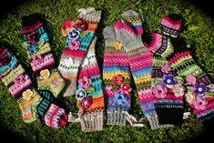 Knitted Knee Length Striped Socks with Flowers Pattern Loom Knitting, Knitting Socks, Hand Knitting, Knitting Patterns, Crochet Socks Pattern, Crochet Slippers, Knit Crochet, Knitted Flowers, Knee High Socks