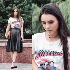 Uniqlo T Shirt, Bershka Skirt, Asos Necklace