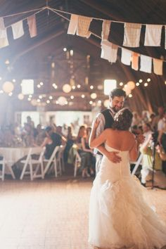 Barn wedding decor