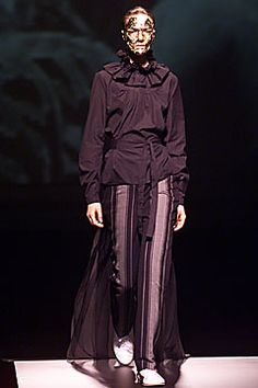 See the complete Bernhard Willhelm Fall 2001 Ready-to-Wear collection. Fashion Show, Fashion Design, Modern Luxury, Ready To Wear, Goth, Runway, Vogue, Fall, Model