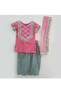 Baby Girl Dress Design, Baby Girl Dress Patterns, Dresses Kids Girl, Baby Dress, Girl Outfits, Children Dress, Baby Girl Fashion, Kids Fashion, Mother Daughter Fashion