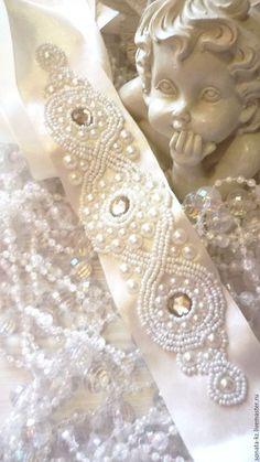 Купить или заказать Свадебный пояс 'Shampan ' в интернет-магазине на Ярмарке Мастеров. Нежнейший аксессуар- свадебный пояс на основе атласной ленты цвета шампань, расшитый вышивкой из сверкающих акриловых страз кремового цвета в окружении кружева из белого бисера и нежных жемчужных бусин. Пояс прекрасно дополнит свадебное или вечернее платье и добавит в Ваш образ нотку торжественности и неповторимости! _____________________________________________ Для уточнения всех деталей Вы…