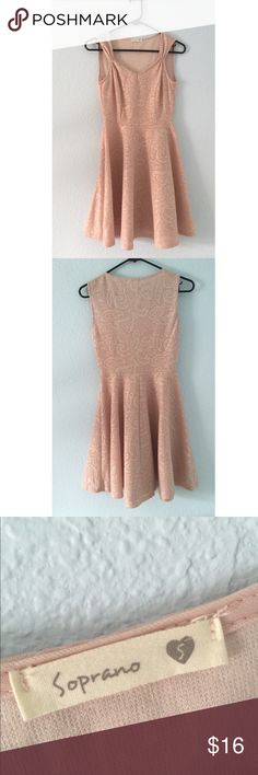Champagne colored party dress Light pink dress with a textured pattern and gold shimmer! Pretty neckline with flattering stitching on the sides. Perfect for homecoming or a party! Only worn twice and selling because it's too small! Soprano Dresses Mini