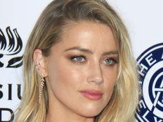 """Die Trennung von Elon Musk scheint Amber Heard inzwischen bestens verarbeitet zu haben. Das legt zumindest ein heisses Video nahe… Mit Johnny Depp (54, """"Fear and Loathing in Las Vegas"""") und Elon Musk (46) kann Amber Heard (31) zwei der berühmtesten –  beziehungsweise..."""