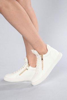 Zapatos deportivos en:  http://www.fashionnova.com ❤