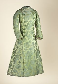 Banyan, 1700-1760 the Netherlands (textile is 1700-1750 China), LACMA  A banyan is a loose, comfortable coat worn by men while at home.  Beautiful green on green brocade