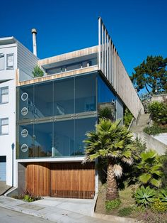 Peter's House is a project located in San Francisco, California, USA. It was designed by Craig Steely Architecture, and has a terrace which overlooks the city.