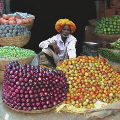 Vegetable seller at the market in Bundi, Rajasthan, India We Are The World, Wonders Of The World, Amazing India, World Of Color, World Cultures, India Travel, Farmers Market, Produce Market, Beautiful World