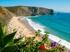 Praia da Arrifana, on the cusp of the Algarve and Alentejo in Portugal's South West and home to a world class point break.   Portugal Autor: Hélio Ramos