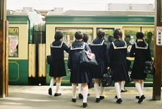 (1) スキ | Japanese schoolchildren at train station. Undated vintage color photo
