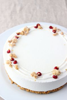 coconut and pomegranate cheesecakes Cheesecake Decoration, Dessert Decoration, Cake Decorating Techniques, Cake Decorating Tips, Pretty Cakes, Cute Cakes, Cheesecake Recipes, Dessert Recipes, Winter Torte