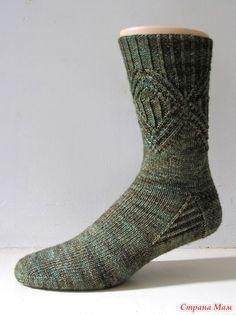 Ravelry: Bernice pattern by General Hogbuffer Free Sock pattern Cable Knit Socks, Knitting Socks, Foot Socks, My Socks, Knitted Slippers, Knitted Hats, Lots Of Socks, Knit Shoes, Knitting Patterns Free