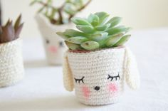 Crocheted pot cover, from Tournicote