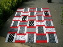 Quilt Top{*black, white and red*} I would love to see this done as a rag quilt !!!