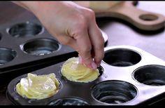 DÉLICIEUX ET RAPIDE! Si vous cherchez une recette de pommes de terre à servir à vos invités, privilégiez celle-ci à toute autre. Non seulement sont-elles délicieuses, mais leur présentation relève carrément de l'art culinaire. En effet, une fois cuites dans des moules à muffins, elles ressemblent à des roses. Pelez 8 à 10 pommes de...