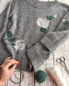 Долго меня мучила идея этого свитера и вот он готов. Связан из смеси мериноса, альпака+ нить кид-мохера, вышивка меринос и альпака. Этот мой, но с удовольствием повторю, цена по запросу.