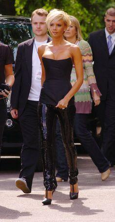I want this outfit badly‒⋞⭐️Angelina Jolie SchifferCourtney CoxLes 20 Coiffures Les Plus Célèbres Etape Par Etape ! Victoria Beckham Short Hair, Victoria Beckham Outfits, David And Victoria Beckham, Victoria Beckham Style, Victoria Beckham Hairstyles, Vic Beckham, Kendall Jenner Outfits, Short Styles, Celebs