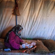A Syrian refugee mother and daughter in an informal tented settlement in Jordan. #dailylife #Syrian #refugees