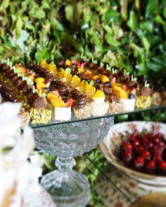Planejando seu casamento, festa ou evento? Venha conhecer nossos doces e orçar seu dia especial com o @atteliededocescarolinadarosci !! Tenho certeza que você vai lamber os dedos no final! s com os olhos e depois com a boca. Sabor indescritível. #docesfinos #atteliededoces #carolinadarosci #sobremesa #docinhos #casamento #eventos #artesanal #feitoamao #docesgourmet #florianopolis #sweettooth #online #lançamento #lojavirtual #chocolatebelga