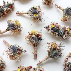 DIY Boho Boutonnieres with Dried Flowers by Bridalwish love these flowers for au. DIY Boho Boutonnieres with Dried Flowers by Bridalwish love these flowers for autumn! Dried Flower Bouquet, Diy Bouquet, Blue Wedding Flowers, Flower Bouquet Wedding, Wedding Blue, Summer Wedding, Boho Wedding, Flower Crafts, Diy Flowers