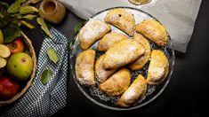 Taštičky si můžete dopřát k snídani nebo na rychlou svačinku a zachutná určitě každému, včetně těch nejmenších- Vždyť kdo nemá rád jablka? Ingredience na konci videa. Pretzel Bites, Bread, Food, Brot, Essen, Baking, Meals, Breads, Buns