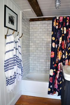 Decorating with an Anthropologie shower curtain and blue striped Turkish bath towels. Home Design Diy, Small Space Interior Design, Design Design, Modern White Bathroom, Modern Bathroom Decor, Small Bathroom, Downstairs Bathroom, Bathrooms, Bathroom Ideas