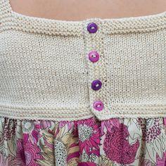 Puntos empleados para vestido niña de ganchillo y tela patchwork Crochet Yoke, Crochet Girls, Easy Crochet, Crochet Baby, Knitting For Kids, Baby Knitting, Little Girl Dresses, Girls Dresses, Baby Fabric