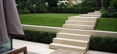 Traditional Garden Design Crouch End Garden Privacy, Garden Trellis, Garden Landscaping, Curved Patio, Townhouse Garden, London Garden, Gardening Courses, Raised Planter, Garden Steps
