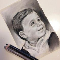 "[AITOR] 10 x 15 cm - Segundo mini retrato listo (2 de 4) en la foto original tenía 1 añito, ahora tiene 9. [AITOR] 3.9"" x 5.9 - Second mini portrait done (2 of 4) in the original pic he was just 1 year old, now is 9."