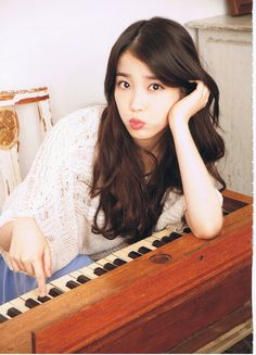 IU Lee Ji Eun, she is a solo singer from Korea. Cute Korean, Korean Girl, Asian Girl, Asian Woman, Cnblue, Btob, Korean Actresses, Actors & Actresses, Asian Actors