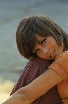 1970's. Jane Fonda in Klute... I remember her hair was very popular and all the girls wanted to have the haircut...