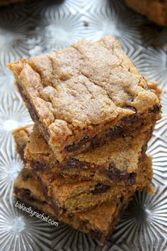 Pumpkin Chocolate Chip Blondie Bar Recipe from @bakedbyrachel An egg free recipe!