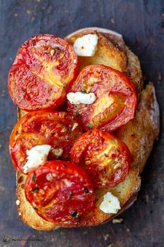 This Quick Oven-Roasted Tomatoes Recipe is perfect for using your left over garden tomatoes! So many ways to enjoy these with your friends and family!  | The Mediterranean Dish Veggie Dishes, Veggie Recipes, Vegetarian Recipes, Cooking Recipes, Healthy Recipes, Easy Recipes, Side Dishes, Mediterranean Diet Recipes, Mediterranean Dishes