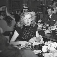 Rare photo of Marilyn Monroe in 1948. I love seeing pic's of her that I've never seen before, thank you pinner :-)