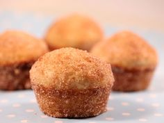 110 gr zahar, 1 ou, 70 gr unt topit, 150 ml lapte,. Romanian Desserts, Native Foods, Baked Donuts, Cornbread, Foodies, Vegetarian Recipes, Deserts, Muffin, Sweets