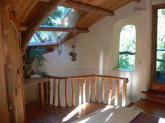 Esta casa de contos de fadas foi esculpida a partir de milho, uma mistura de argila, areia e palha. Tem um quarto em 600 m².   www.facebook.com/SmallHouseBliss