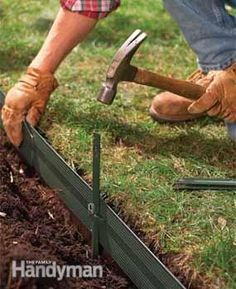 Easy, attractive lawn edging ideas for your yard and garden! Learn how to edge a lawn with our tips for stone, pavers & metal lawn edging. Metal Lawn Edging, Garden Border Edging, Garden Borders, Flower Bed Borders, Plastic Garden Edging, Rock Edging, Grass Edging, Flower Fence, Diy Flower