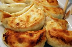 These popular, delicious Chinese dumplings are pan-fried on the bottom and steamed on top. I Love Food, Good Food, Yummy Food, Tasty, Easy Chinese Recipes, Asian Recipes, Great Recipes, Favorite Recipes, Easy Recipes